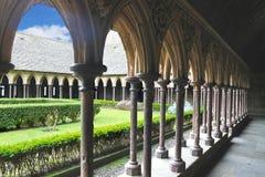修道院庭院在Mont圣米歇尔修道院里。 库存图片