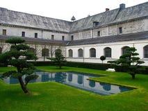 修道院庭院 库存图片