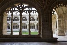 修道院曲拱在Jeronimos修道院里 库存图片