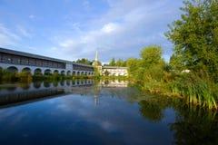 修道院池塘9月上旬早晨 齐赫文斯基假定修道院,俄罗斯 免版税库存图片