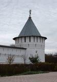 修道院的塔和墙壁在Serpukhov,俄罗斯 免版税库存图片
