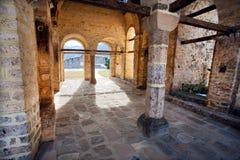 修道院的老曲拱 免版税图库摄影