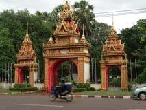 修道院的门Pha的Luang stupa在万象,老挝 免版税库存图片