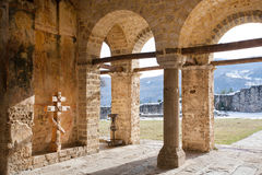 修道院石墙  免版税库存照片