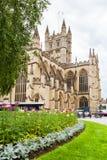 修道院被修建的浴大厦上色了英国有历史的蜂蜜石头使用 巴恩,萨默塞特,英国 库存照片