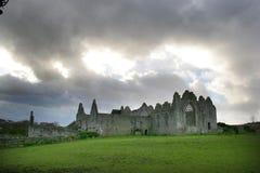 修道院被破坏的爱尔兰 库存照片