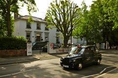 修道院路演播室和伦敦出租汽车 库存照片