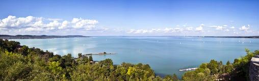 修道院balaton湖全景tihany视图 免版税库存图片