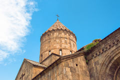 修道院Tatev,教会和明亮的蓝天的圆顶 免版税库存照片