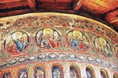 修道院Voronet。被绘的外墙细节。 免版税库存照片