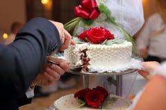 修饰切在婚礼聚会的婚宴喜饼 库存图片