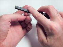 修饰在一个人的手上的钉子 免版税库存照片