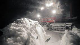 修饰在晚上的积雪的清除 股票录像