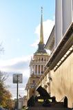 修建圣彼得堡的海军部 免版税库存图片