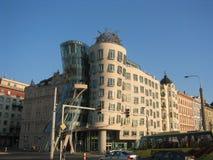 修建布拉格,捷克的弗雷德和姜 免版税库存照片
