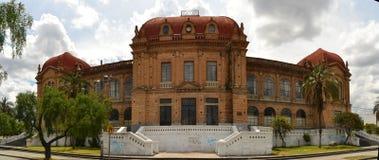 修建昆卡省,厄瓜多尔的殖民地大学 免版税库存照片
