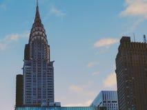 修建曼哈顿,黄昏的纽约的克莱斯勒 免版税图库摄影