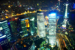 俯视上海视图的晚上 库存照片