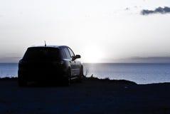 俯视停放的日落的汽车 免版税库存图片