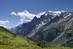 俯视勃朗峰的山道路 blanc du mont浏览 库存图片