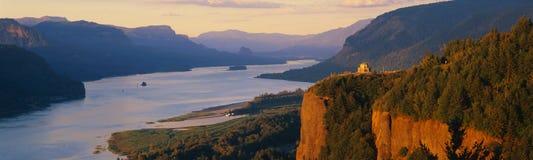 俯视哥伦比亚河的冠点或者 免版税库存照片