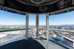 俯视在云霄飞车弗累斯大转轮的拉斯韦加斯大道 库存照片