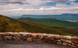俯视在地平线驱动在Shenandoah国家公园,弗吉尼亚 免版税库存照片