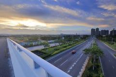 俯视在跨线桥的xiangan ave在日落,多孔黏土rgb 免版税库存照片