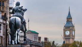 俯视大笨钟的骑马雕象 库存照片