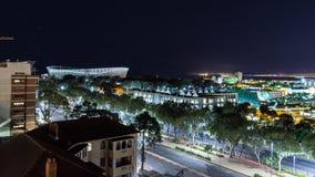 俯视开普敦体育场的开普敦夜视图 免版税库存图片