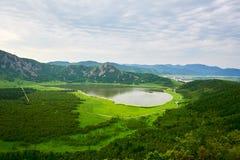 俯视心形的天堂湖 库存图片