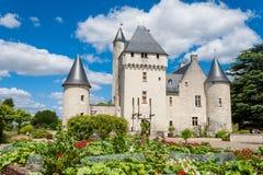 俯视有城堡的一个菜园在背景中 免版税库存图片
