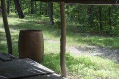 俯视森林的门廊和接雨水的桶 库存照片