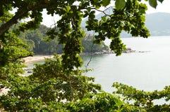 俯视海滩Laem唱歌 泰国 海滩海岛kata普吉岛泰国 免版税库存照片