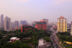 俯视的厦门市在黎明 免版税库存照片