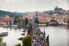 俯视的查理大桥在布拉格 库存照片