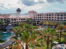 俯视科尔特斯的海旅馆 免版税库存图片