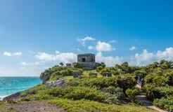 俯视美丽的加勒比海的Tulum古老玛雅废墟在墨西哥 免版税库存图片
