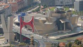 俯视药膏桥梁和古根海姆美术馆在毕尔巴鄂,观光在西班牙 股票视频