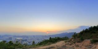 俯视daping的山的haicang区在日落 免版税库存照片