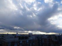 俯视DC纪念碑的风雨如磐的日落在日落 免版税库存照片