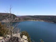 俯视Devils湖, WI平静的照片夏令时 库存照片