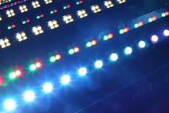 俱乐部和音乐厅的照明设备 免版税库存照片