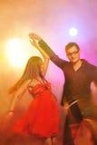 俱乐部夫妇跳舞晚上 免版税库存图片