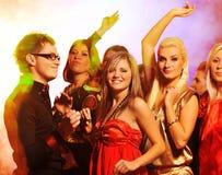 俱乐部跳舞晚上人 免版税库存图片