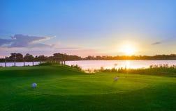 俱乐部高尔夫球发球区域 库存照片
