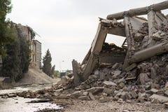 倒塌的混凝土建筑 免版税库存图片