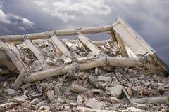 倒塌的混凝土建筑 免版税图库摄影