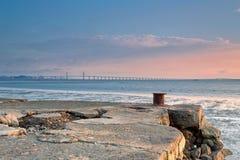 倒塌的码头和桥梁 库存照片