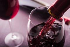 倒的红葡萄酒 库存照片
